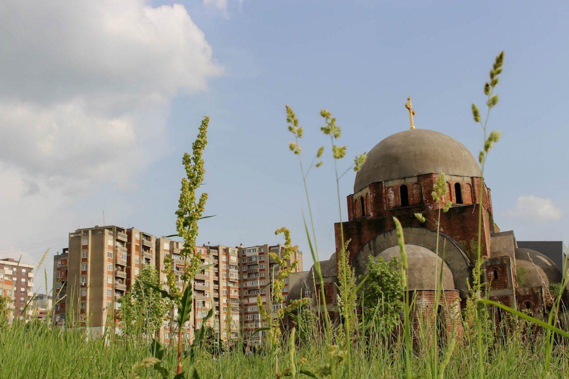 Die nie fertig gebaute Christ-Erlöser-Kirche in Pristina.