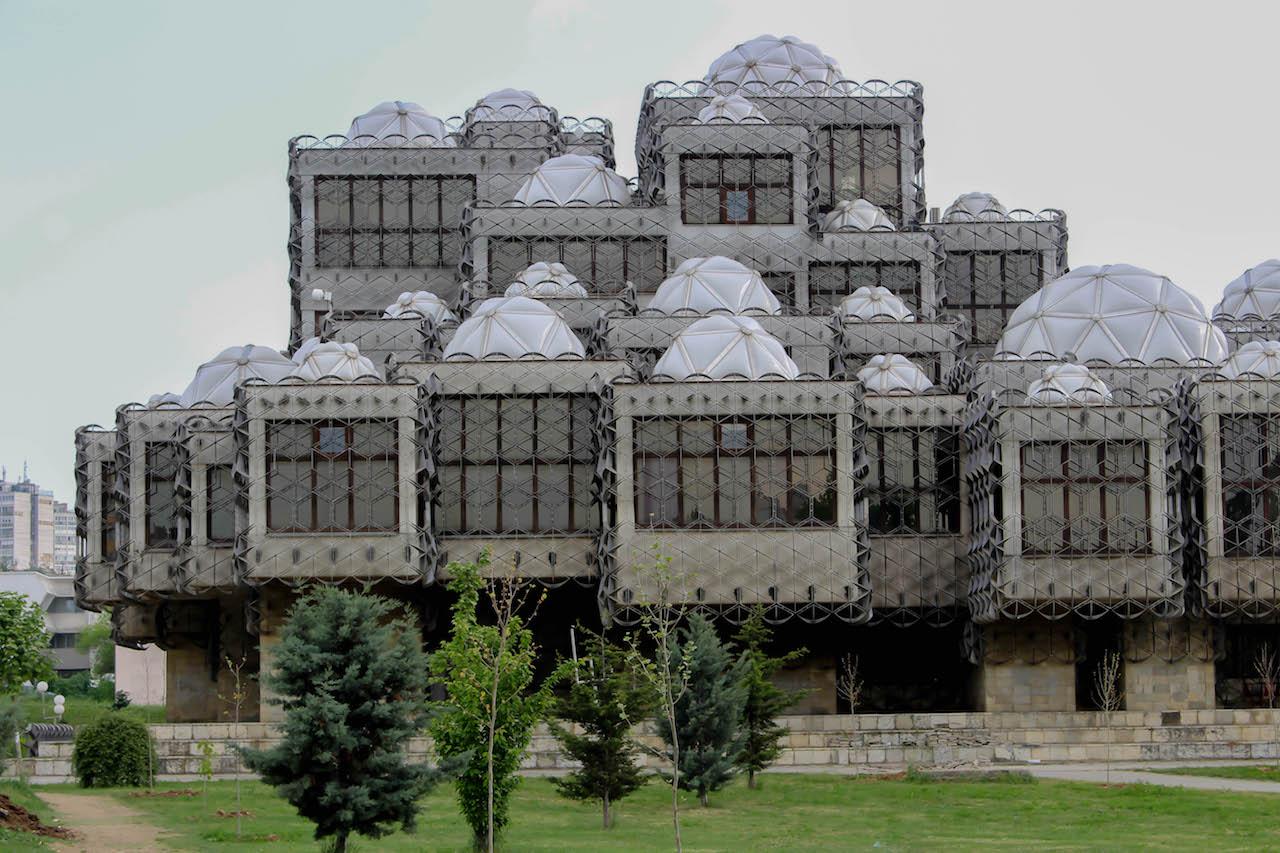 Die doch einigermassen spezielle Nationalbibliothek in Pristina.