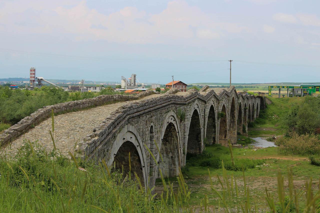 Die Schneiderbrücke im Kosovo.