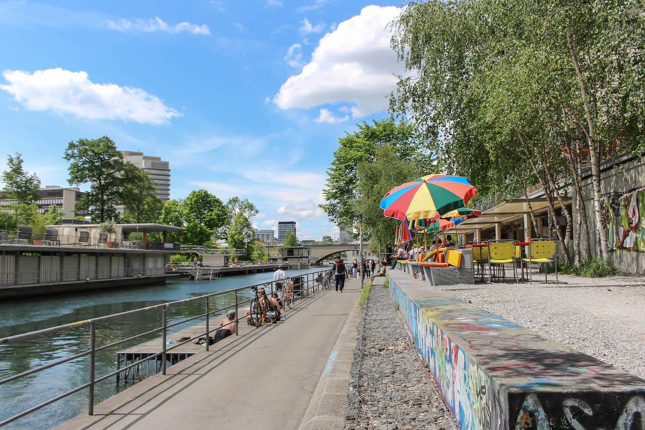 Flussbad Oberer Letten in Zürich.