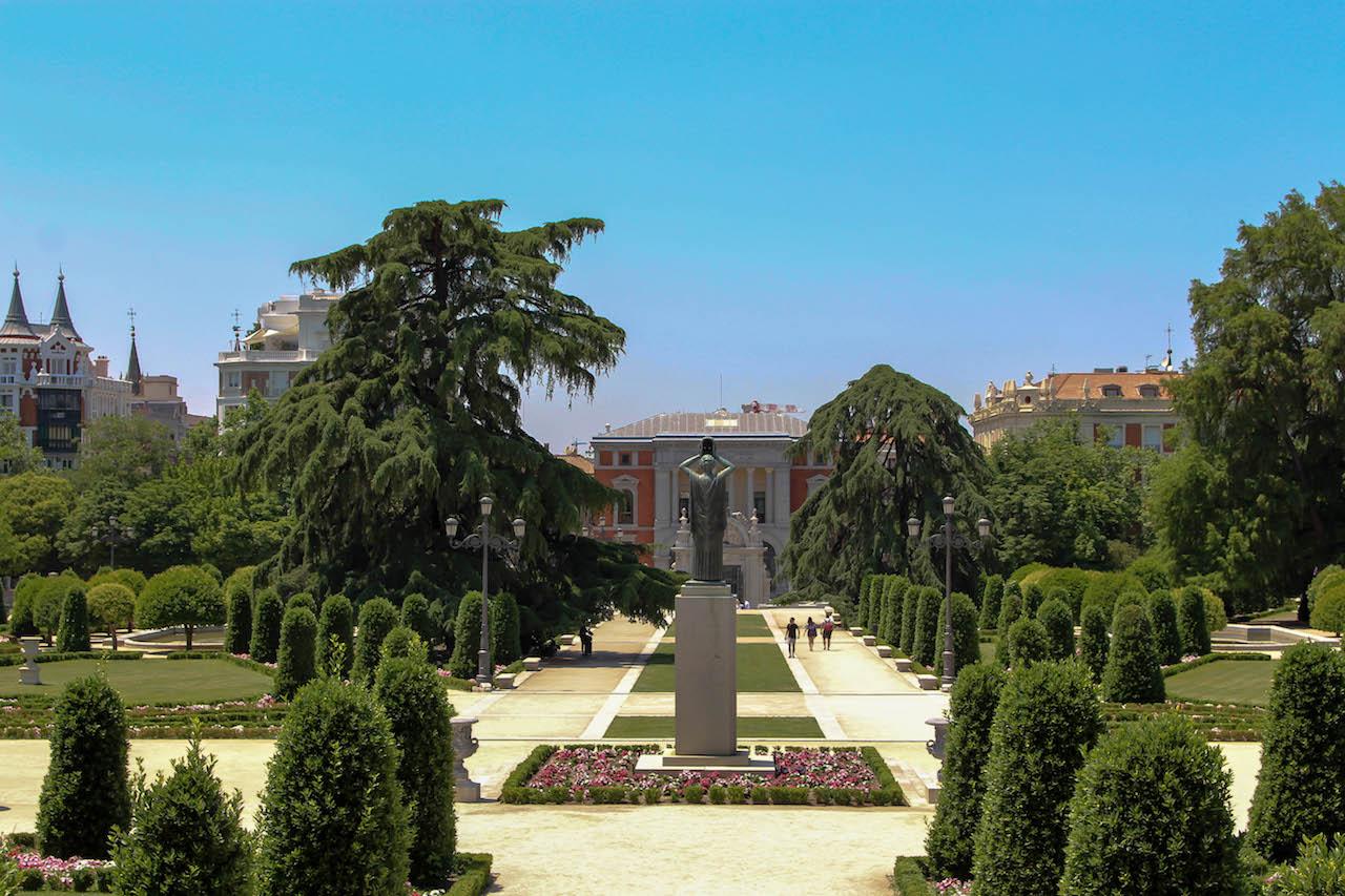 Der Retiro Park in Madrid ist weitläufig und hat viel zu bieten.