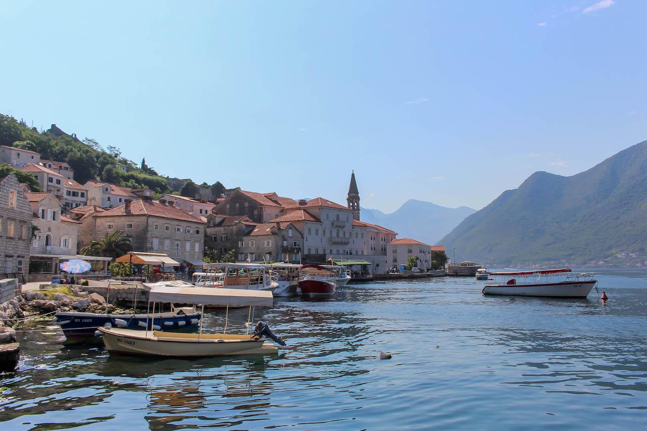 Wunderschönes Perast an der Bucht von Kotor.