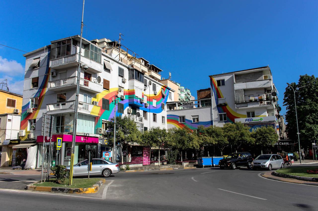 Tirana trägt Farbe!