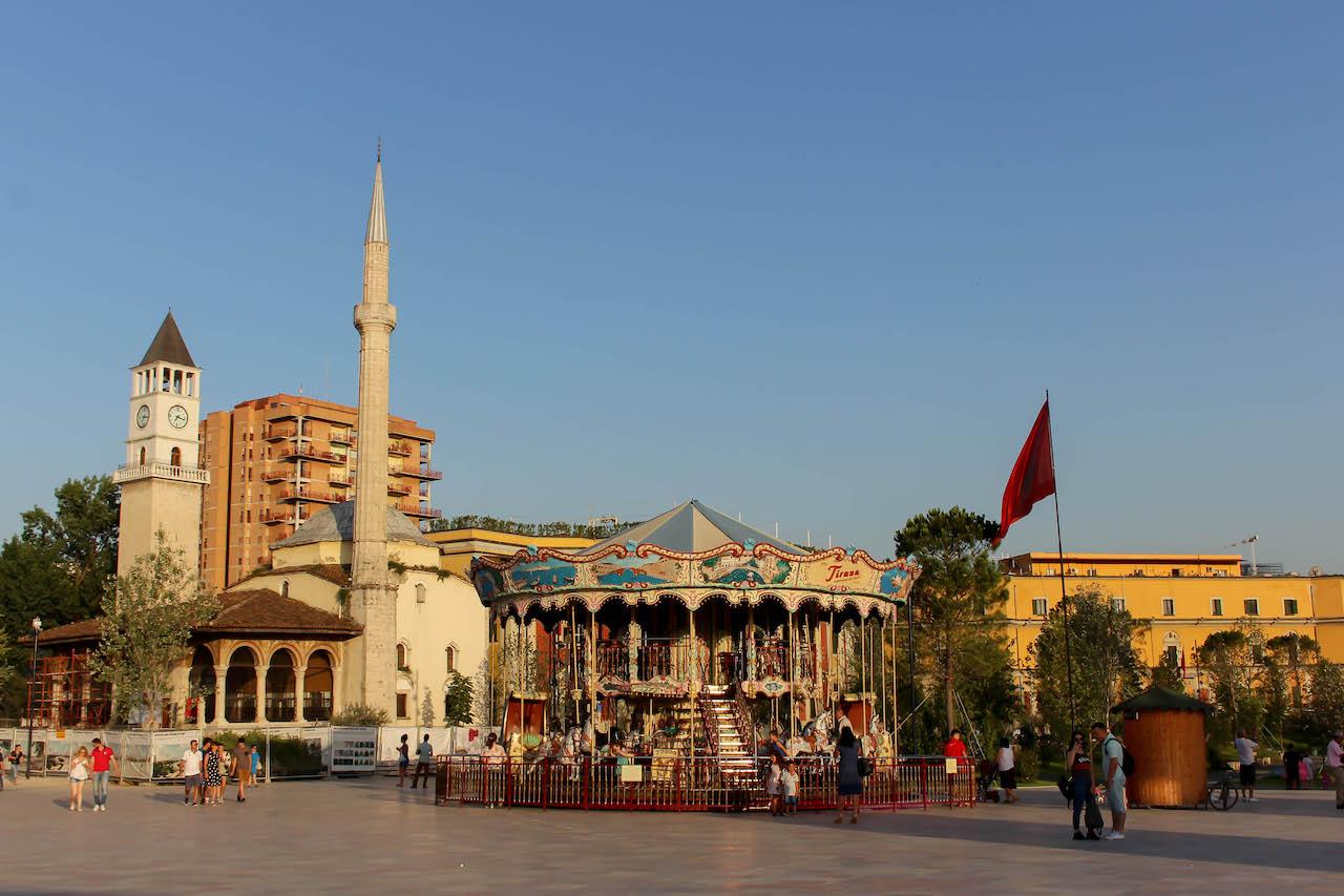 Der Skanderberg Platz - Das Zentrum Tiranas.
