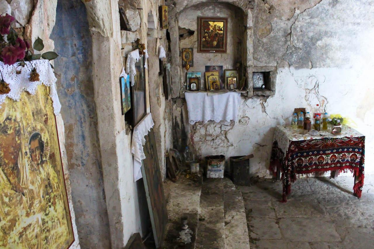 Etwas eigenwillige Gotteshäuser im alten Teil von Himara.