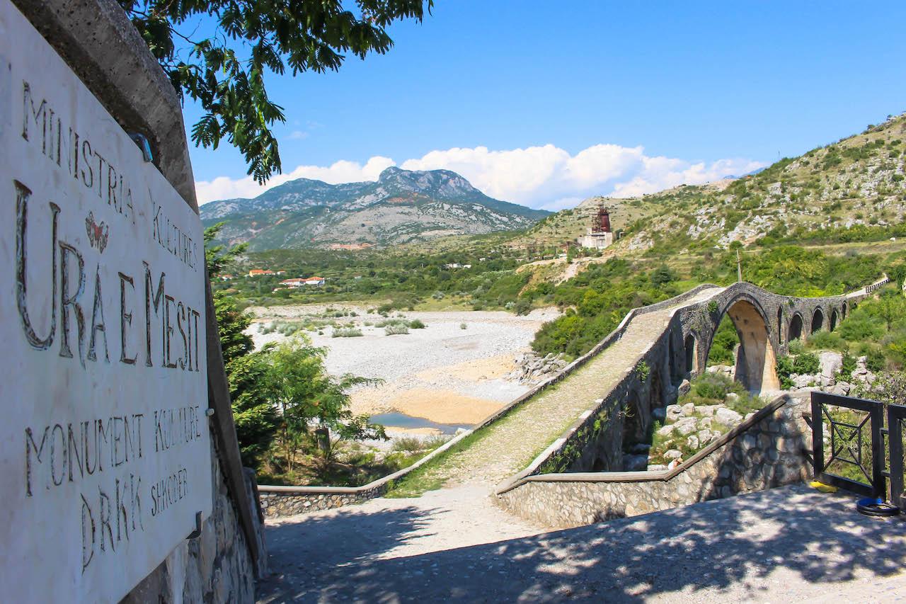 Die Brücke Ura i Mesit in Shkodra.