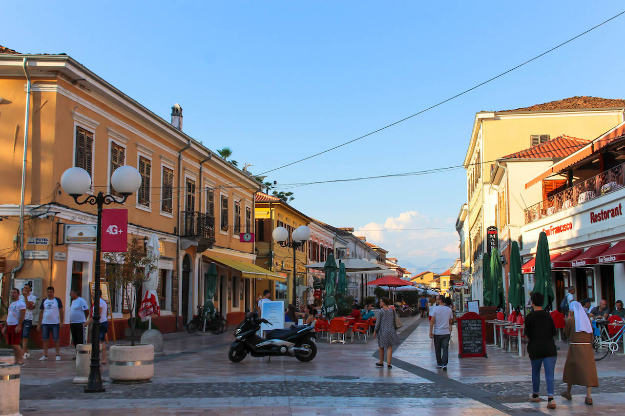 Flaniermeile in Albanien.