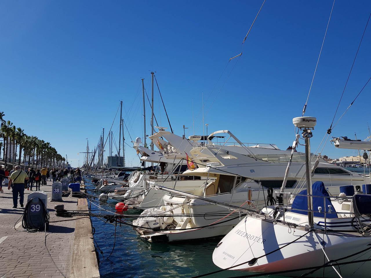 Die Hafenpromenade Muelle Uno.