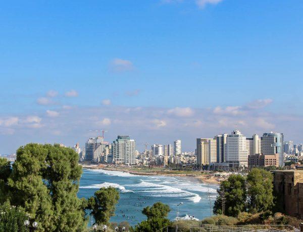 Sicht von Jaffa auf den Strand von Tel Aviv.