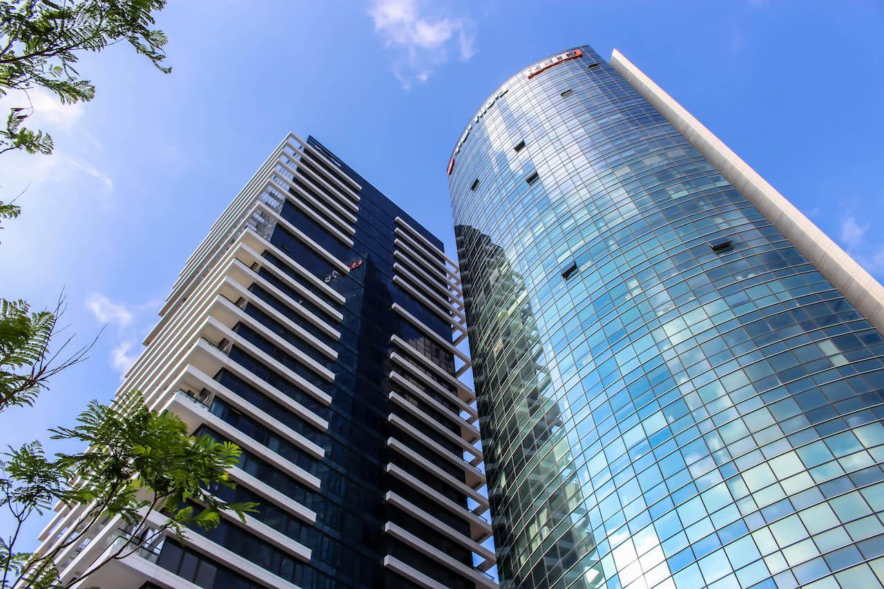 Hochhäuser säumen den Rothschild Boulevard.