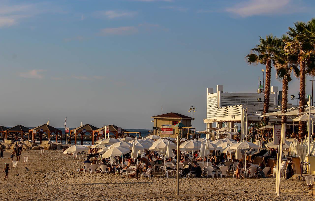 Abendstimmung am Strand von Tel Aviv.