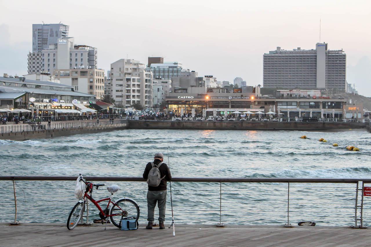 Nachmittage am Pier von Tel Aviv.