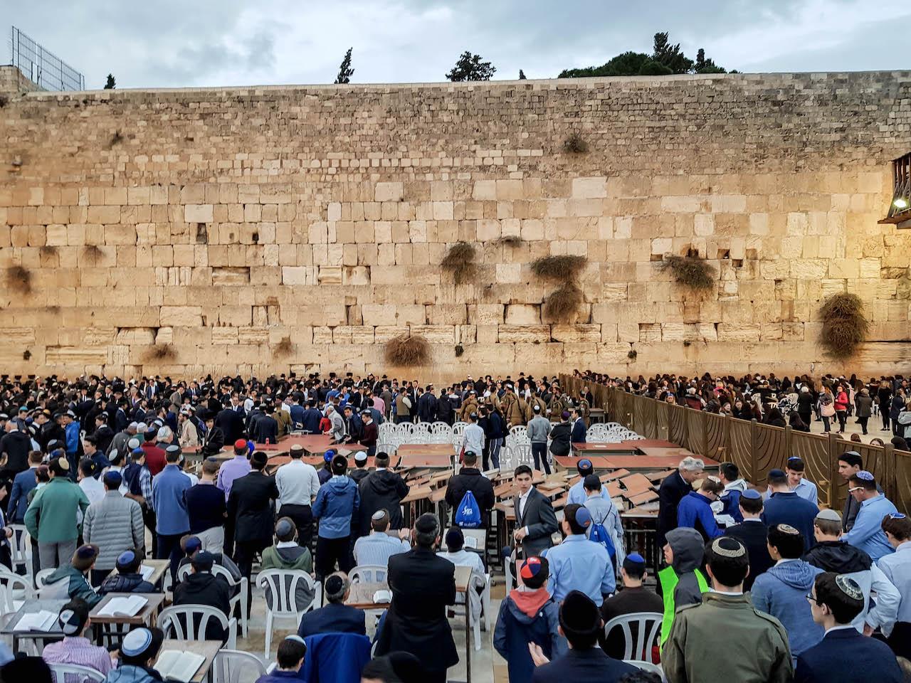 Die Klagemauer zu Beginn des Sabbat.