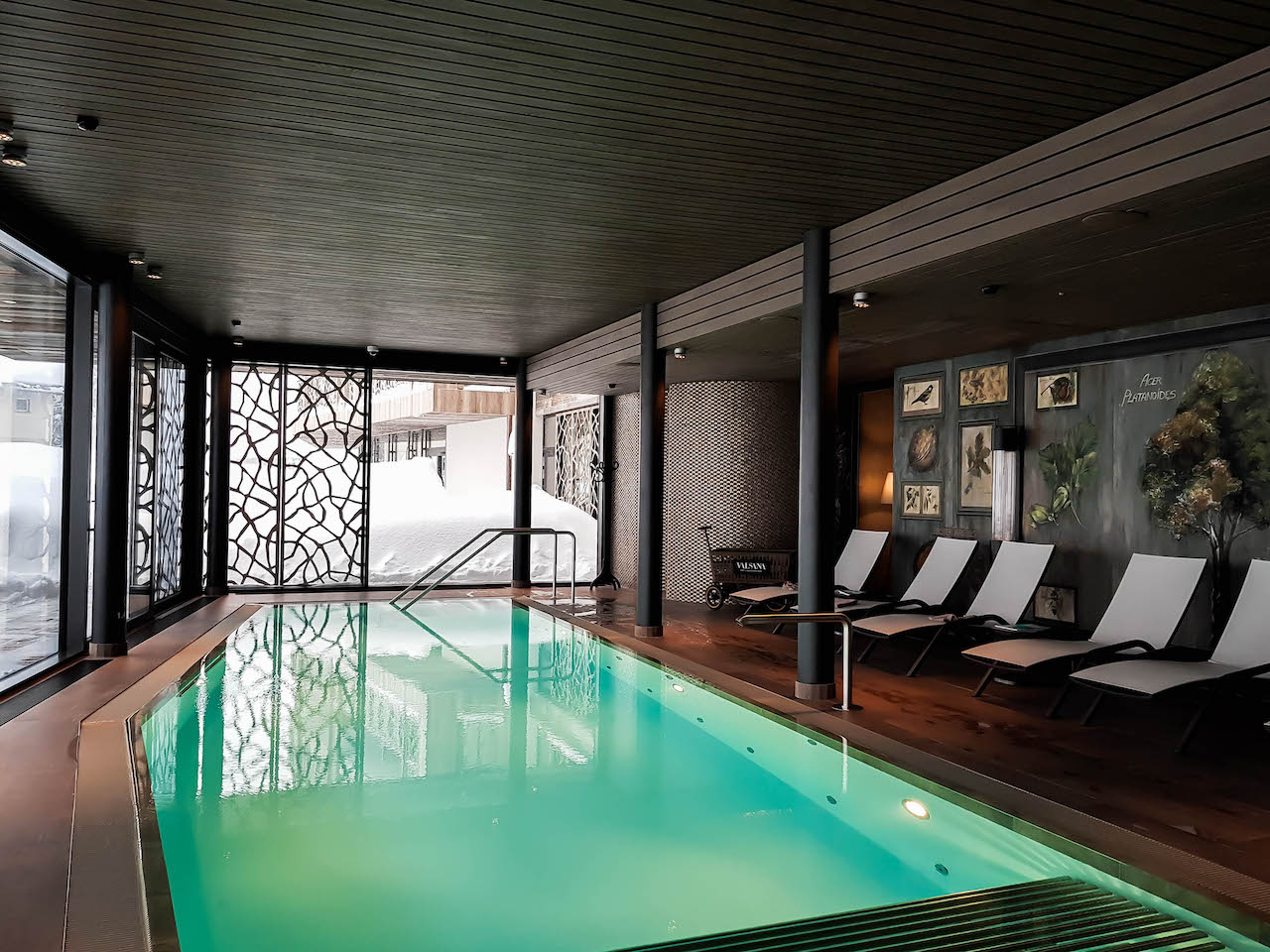 Das Schwimmbad im Hotel Valsana.