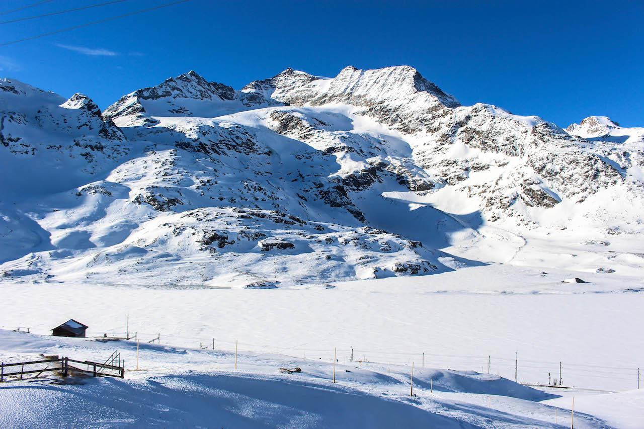 Wunderschöne Bergwelt beim Lago Bianco.