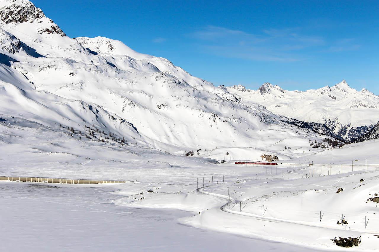 Der Lago Bianco und der Bernina Express.