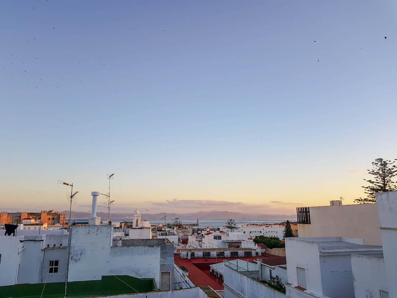 Blick von unserer Dachterrasse in Tarifa.