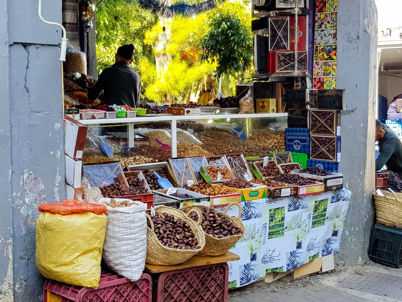Gürze auf dem Strassenmarkt von Tanger.