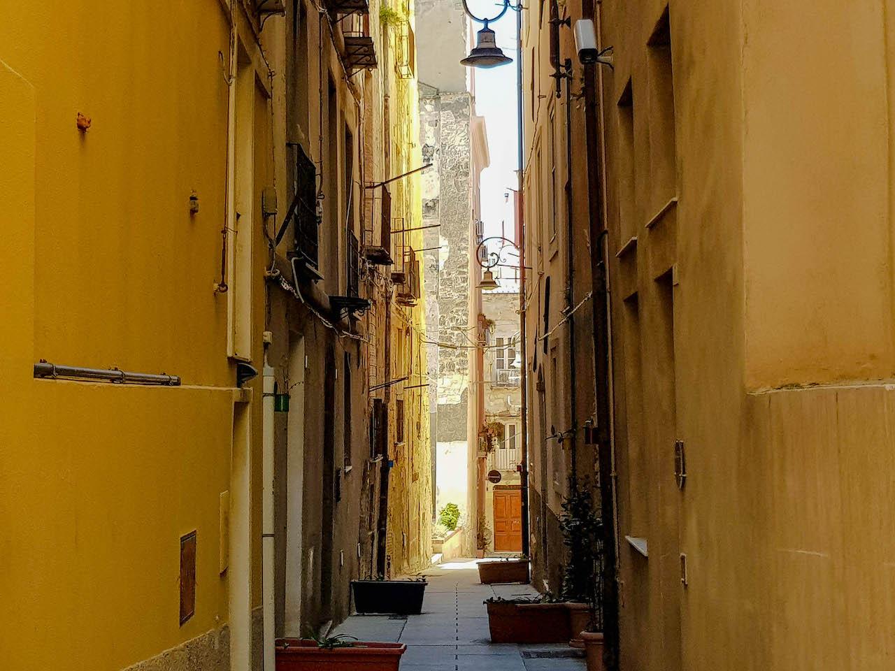 Wundervolle Gassen in Sardiniens Hauptstadt.