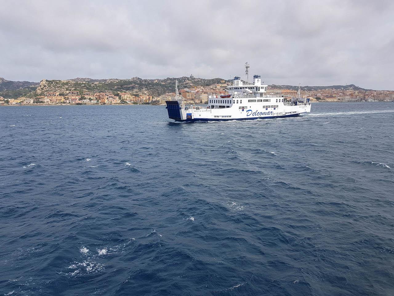 Mit der Fähre von Palau nach La Maddalena.