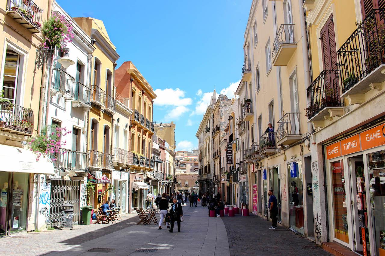 Einkaufsstrasse in Cagliari.