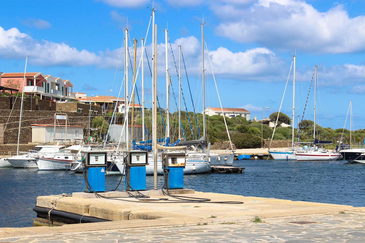 Stintino ist ein idyllisches Dorf auf Sardinien.