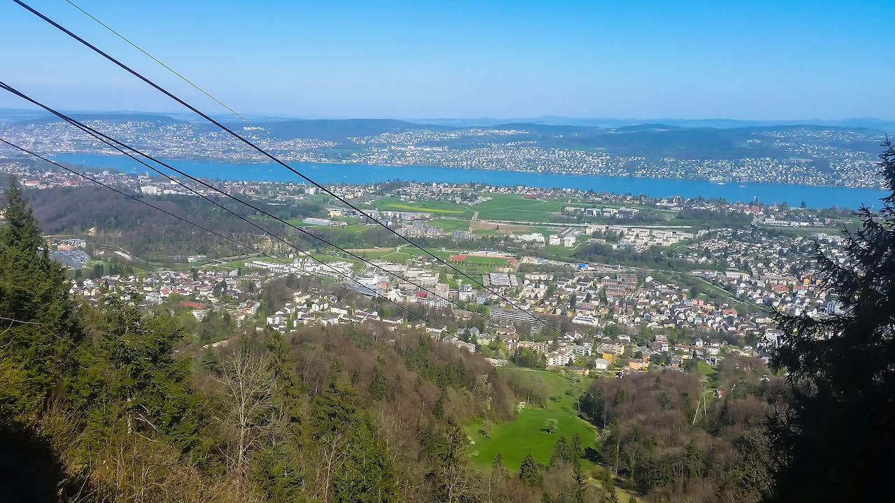 Von Felsenegg mit der Gondel nach Zürich.