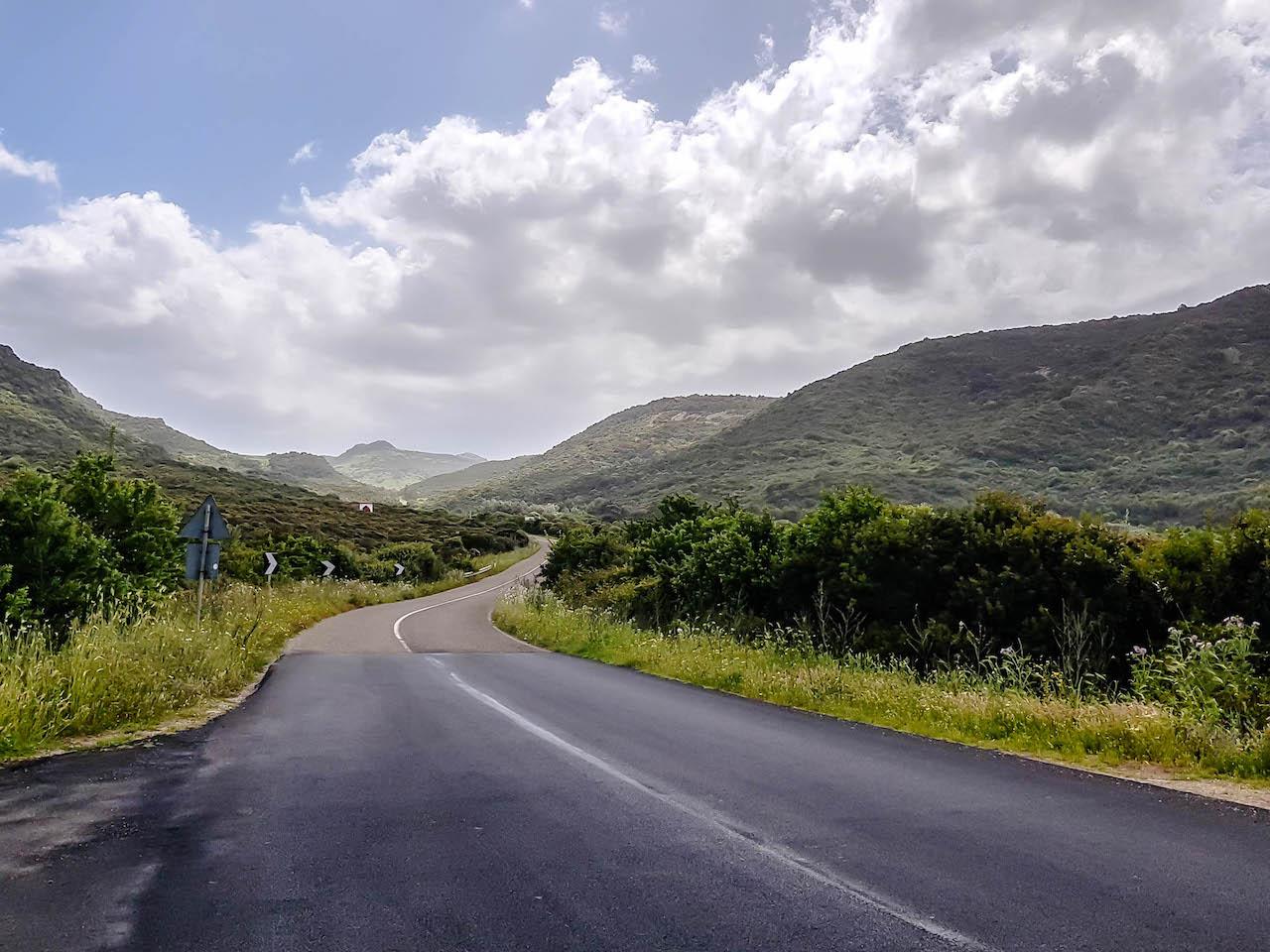 Von Bosa nach Alghero: Eine paradiesische Strecke.