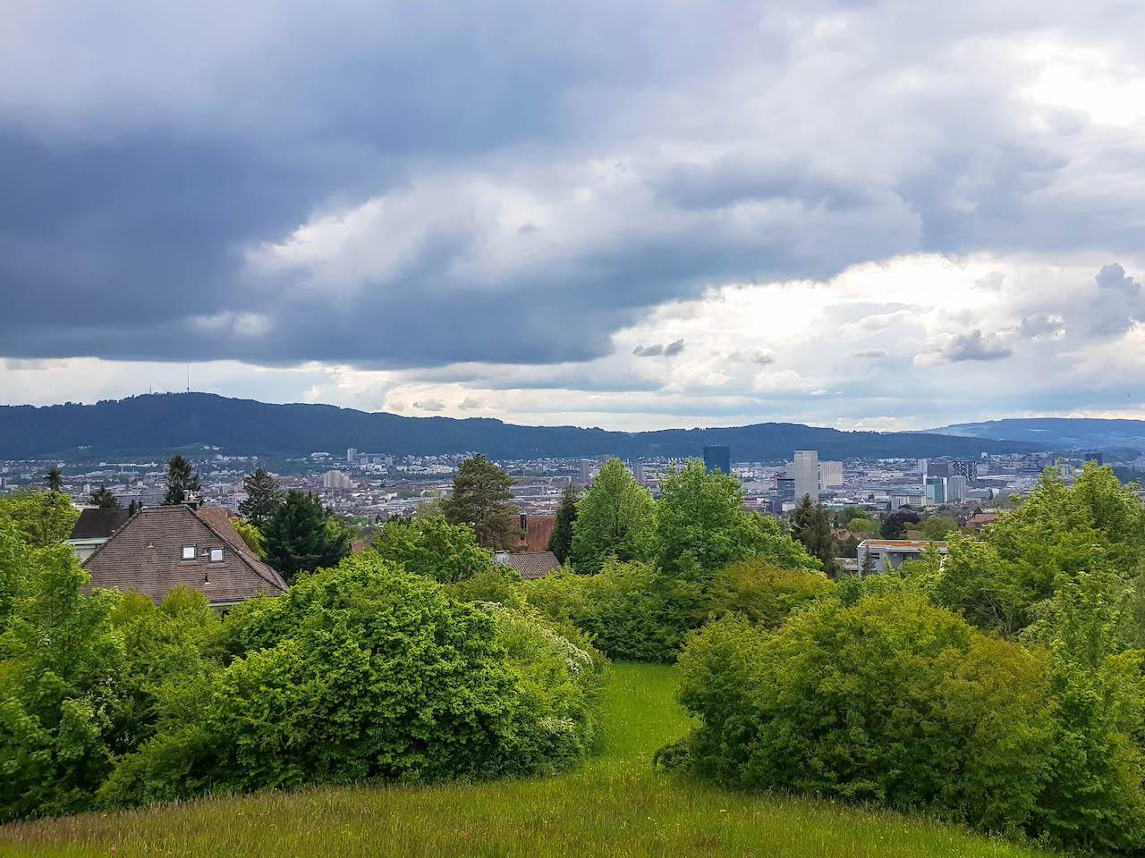 Ausblick über Zürich vom Monte Diggelmann.