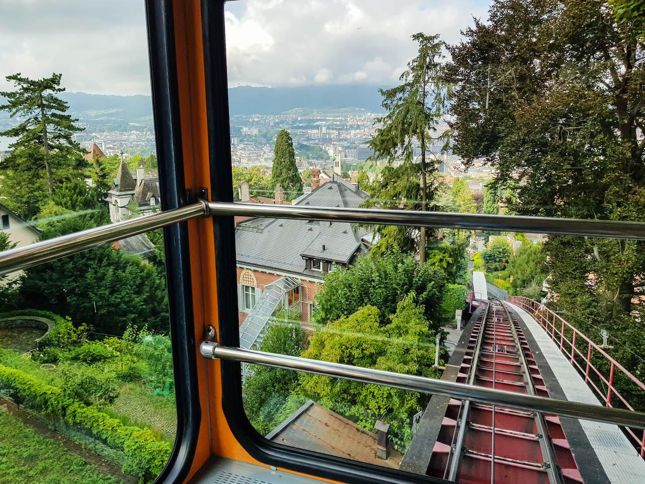 Unterwegs nach Zürich mit der Seilbahn Rigiblick.