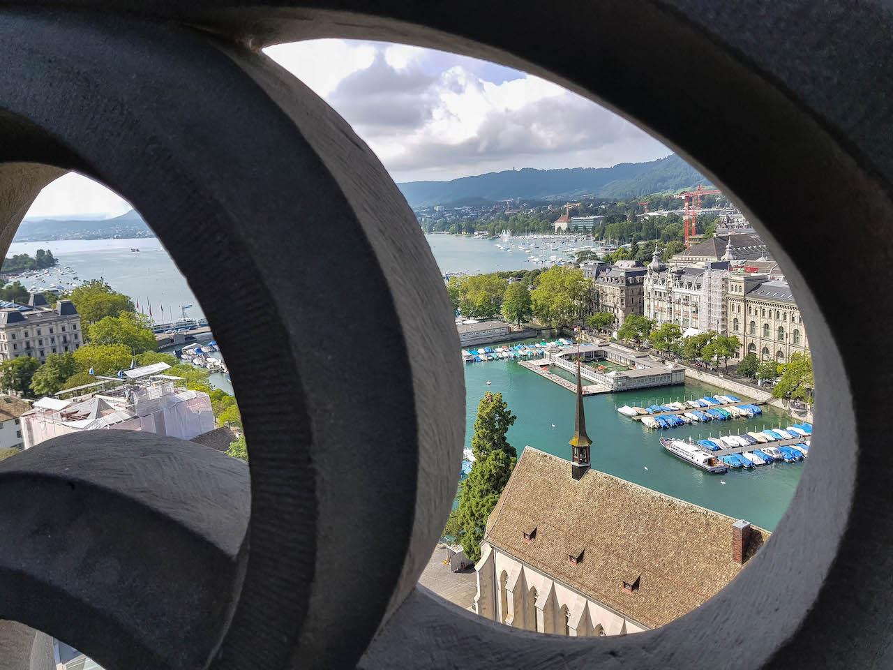 360 Grad Sicht über Zürich vom Grossmünster aus.