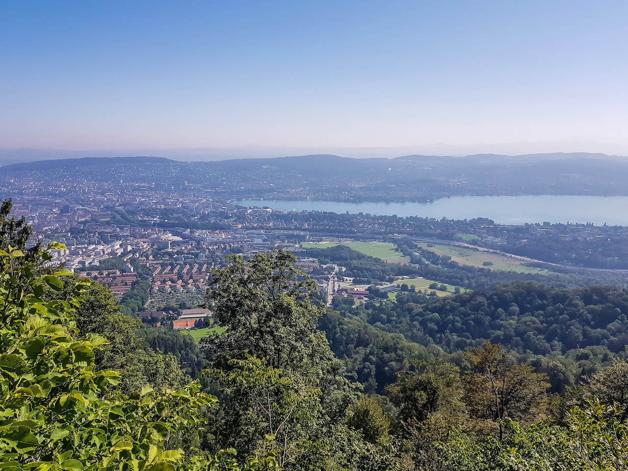 Sicht vom Uetliberg auf Zürich.
