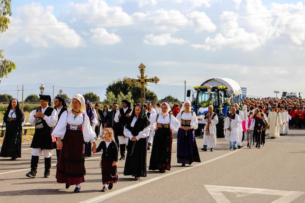 Katholische Prozession im Westen Sardiniens.