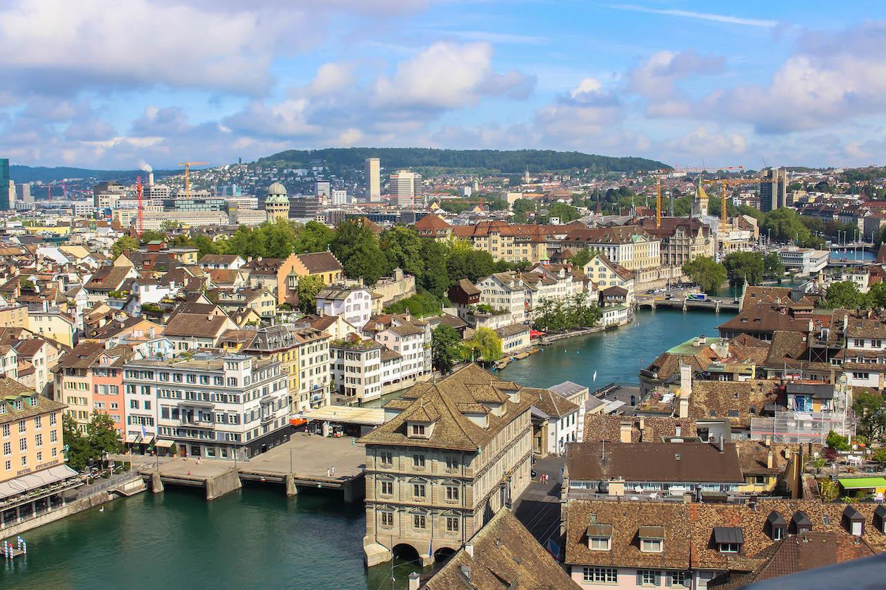 Zürich vom Grossmünster gesehen.
