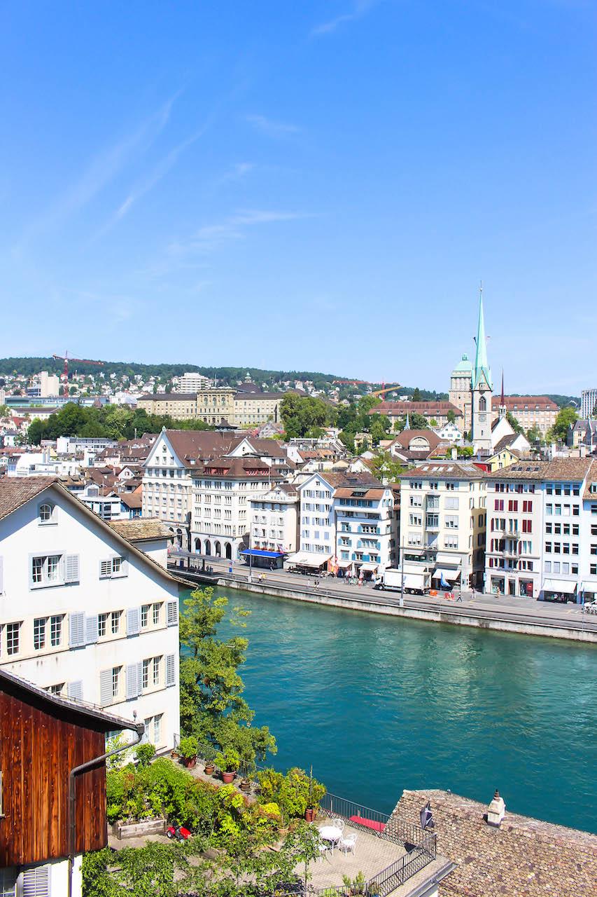 Blick vom Lindenhof über die Stadt Zürich.