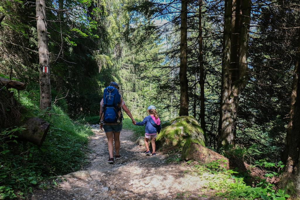 Wanderung zu den Piumogna-Wasserfällen im Tessin